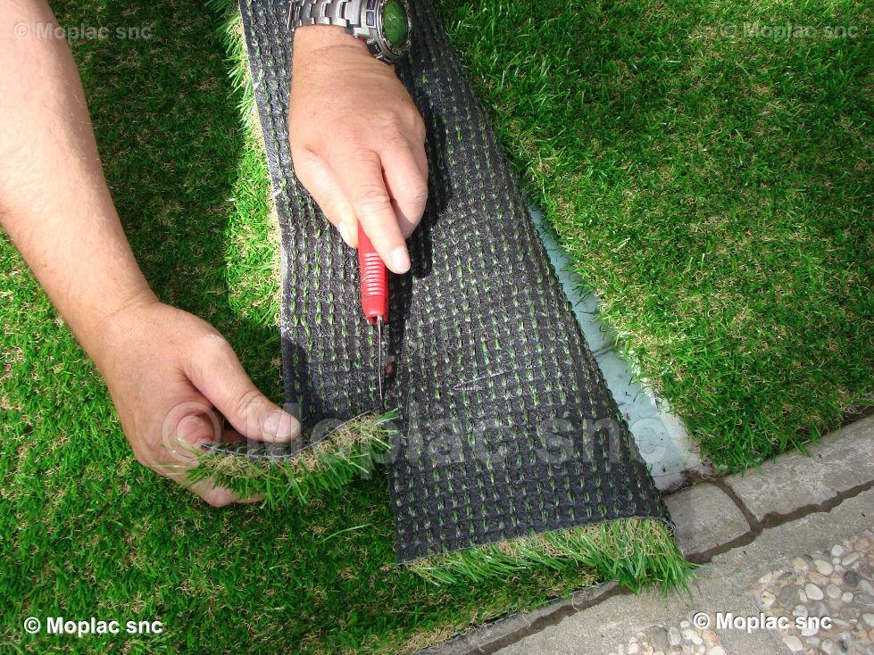 La posa dell\'erba sintetica è piuttosto semplice. E\' necessario ...